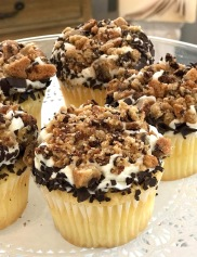 Chocolate Chip Cookie Crumble Cupcake